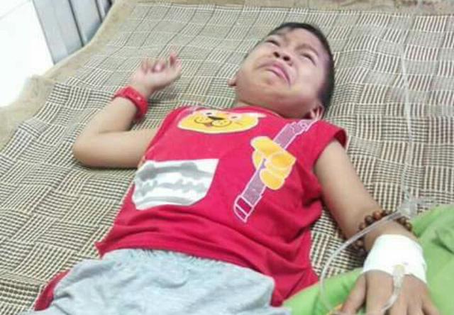 Cha bệnh nằm nhà nhường con trai đi chữa trị