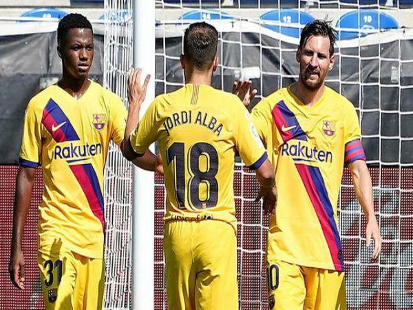 Messi lập hàng loạt kỷ lục ở vòng đấu hạ màn