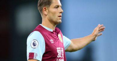 Chuyển nhượng chiều 26/9: Leicester muốn mua thêm trung vệ