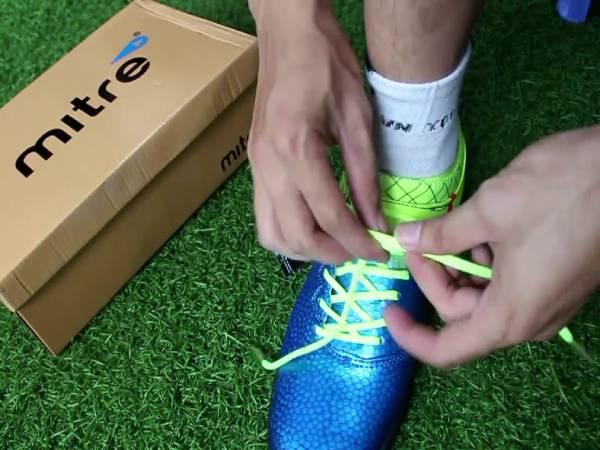 Cách buộc dây giày đá bóng không bị tuột, chắc chắn nhất