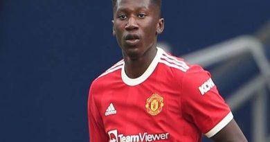 Chuyển nhượng trưa 31/7: Shon Bernard ký hợp đồng dài hạn mới với MU