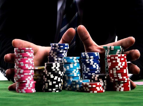 Cách chơi poker - Luật chơi bài Poker cơ bản cho người mới